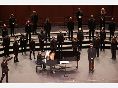 VIDEO & GALLERY: Saline Choirs Perform in Fall Concert
